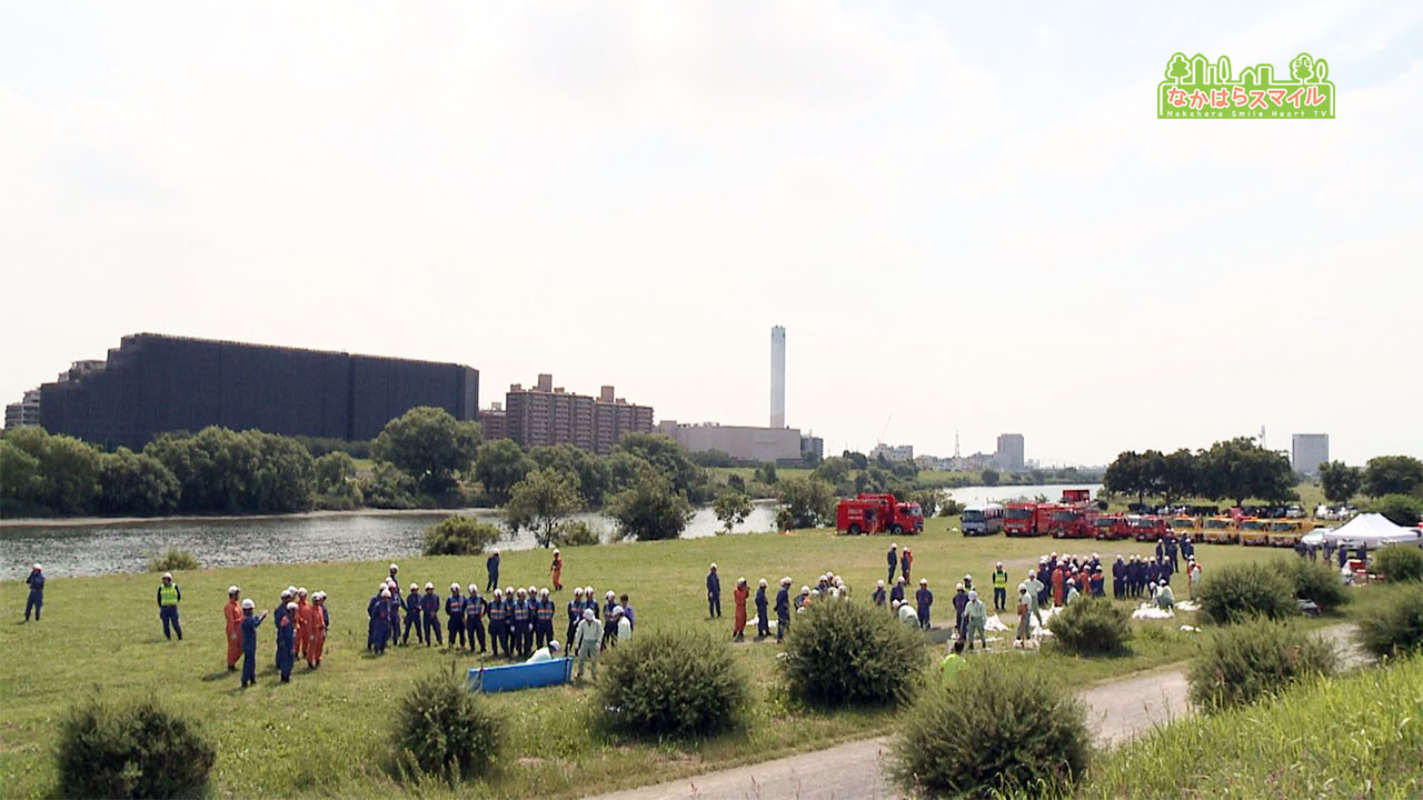 多摩川河川敷で水防訓練