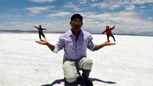 天空の鏡、ウユニ塩湖で遊ぶ
