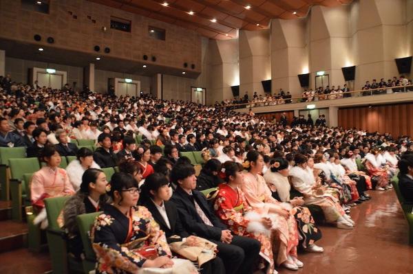 約8,100人の新成人が世田谷区役所で門出を祝う!