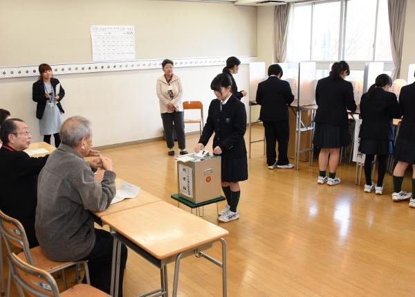 投票を体験!トキワ松学園高校で選挙出前授業を実施