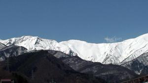雪国の山、春近し