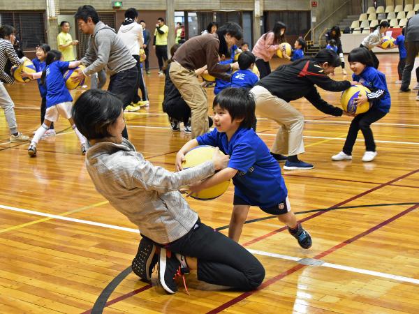ボールを使って親子で遊ぼう『SOMPOボールゲームフェスタin目黒区』