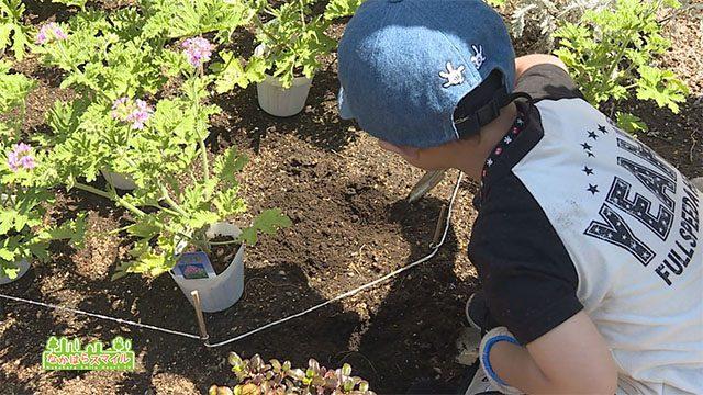 親子で花植え体験!