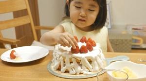 晴菜ちゃん3歳誕生日のケーキづくり