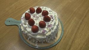 弘さん誕生日祝いのケーキ作り